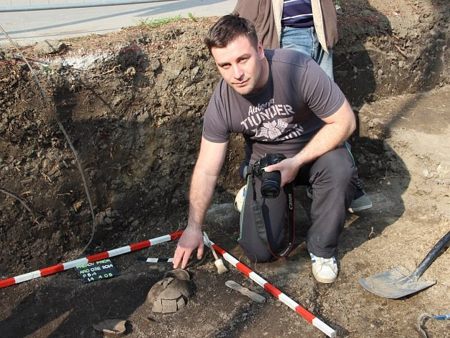 Přerovský archeolog Zdeněk Schenk  v lokalitě u Prioru