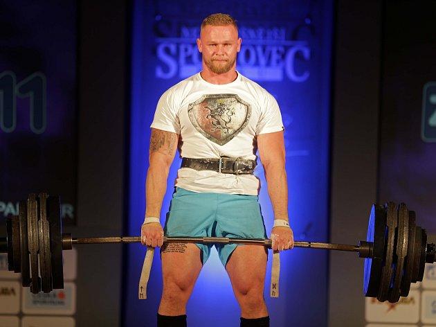 Jiří Tkadlčík (strongman) – přerovský srdcař sice působí v Praze, domů se ale často rád vrací. Ve svém sportu se jeho jméno stává českým fenoménem.