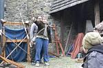Ukázky historických zbraní s povídáním, možnost vyzkoušet si ruční tisk, ukázky pletení tatarů či výzdoby kraslic nebo netradiční zážitkové workshopy. To všechno nabídl o prodlouženém svátečním víkendu velikonoční program na hradě Helfštýně