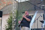 V neděli to na pódiu rozparádila známá česká kapela Buty se zpěvákem, kytaristou a skladatelem Radkem Pastrňákem. Skupina zahrála všechny své známé hity jako František, Krtek nebo Nad stádem koní.