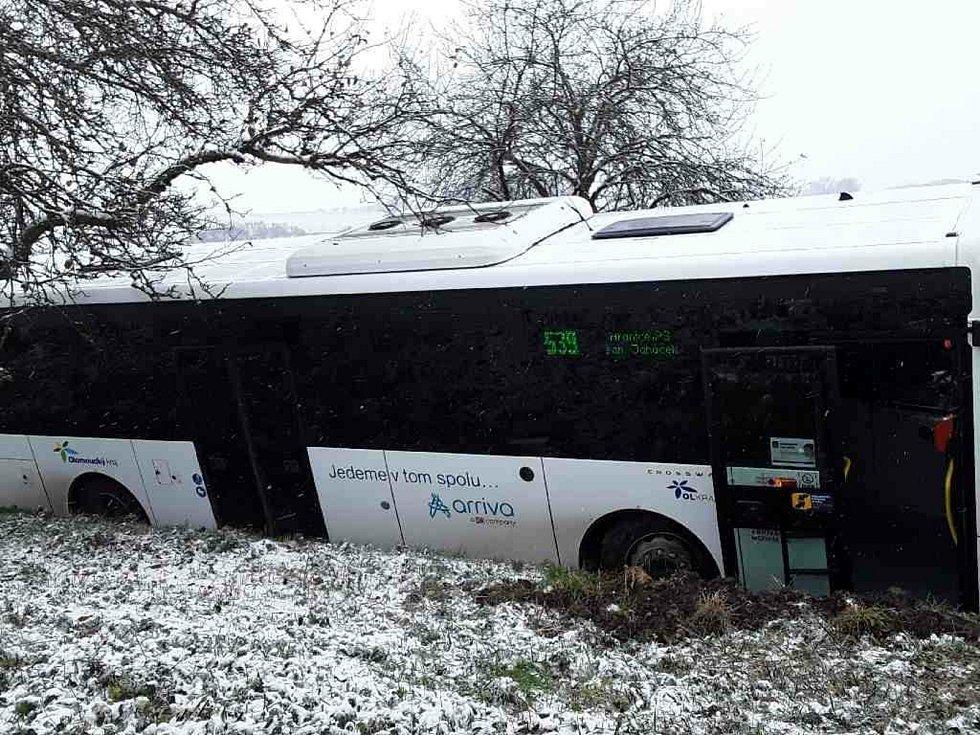 Nehoda autobusu u Býškovic - 3. 12. 2020