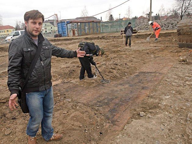 Archeologické vykopávky v Přerově (na snímku archeolog Zdeněk Schenk).