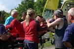 Osmý ročník závodů mopedů a fichtlů v Radslavicích - zraněný soutěžící