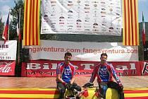 Adama (vlevo) čekají ještě minimálně dva závody domácího šampionátu. To pro Pavla (vpravo) už sezona skončila. V neděli jde totiž na artroskopii kolene.