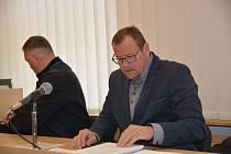 Okresní soud v Přerově v pátek znovu řešil kauzu bývalého radního za ODS Marka Dostála, který čelí obžalobě ze sexuálního nátlaku.