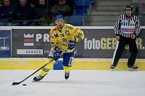 Hokejisté HC Zubr Přerov (ve žlutém) proti pražské Slavii. Jaroslav Moučka.