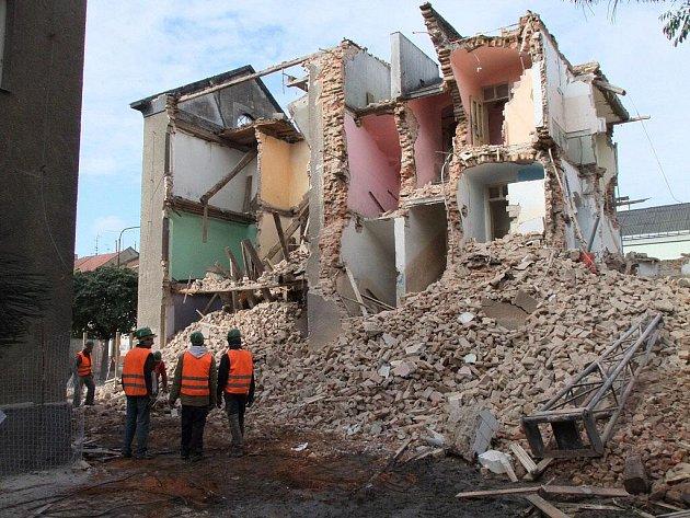 Bourání domu s číslem popisným 27 ve Škodově ulici