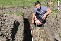 Přerovští archeologové odkryli v areálu hasičské stanice na Šířavě dva kostrové hroby z mladší doby hradištní.