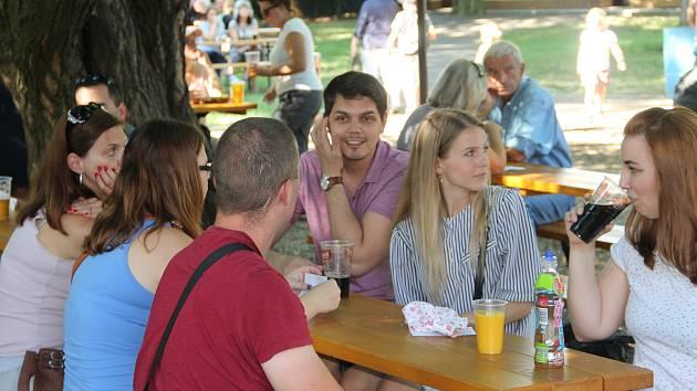 Sobotní odpoledne bylo v Horní Moštěnici na Přerovsku ve znamení ochutnávání piva, v místní zámecké zahradě se totiž uskutečnil již dvanáctý ročník Pivních slavností.