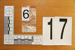 Důkazní materiály ze zadržení dealerů drog na Přerovsku