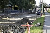 Aktuálně se na Vrahovické ulici pracuje v úseku od mostu přes Hloučelu až pod dálniční most u Slévárny ANAH. 15.10.2021