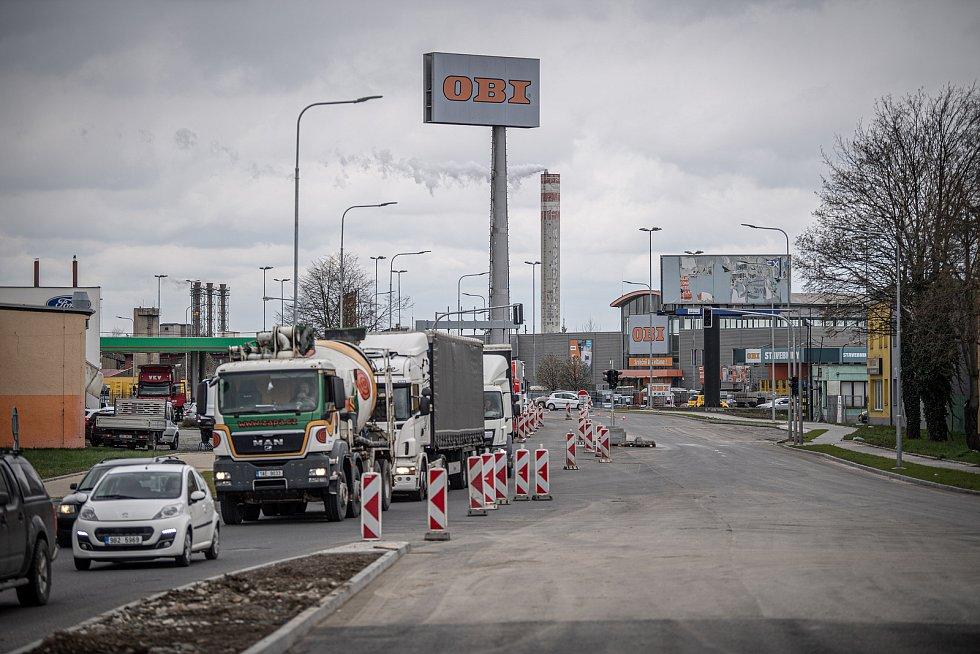 Práce na rozšíření Polní ulice v Přerově - ta naváže na novou estakádu z Předmostí. 15. dubna 2021