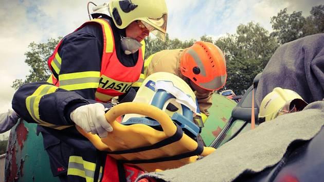 Krajské klání hasičů ve vyprošťování v Lipníku nad Bečvou