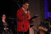 Kmotrem nového zpěvníku Jaroslava Wykrenta, který se křtil v neděli večer v Městském domě v Přerově, byl písničkář Jarek Nohavica. Koncert byl zcela vyprodaný.