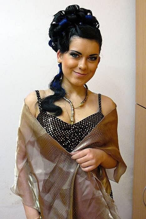Studentkám Střední školy gastronomie a služeb v Přerově se podařilo uspět v mezinárodní soutěži mladých kadeřnic a kosmetiček Kalibr Cup 2012