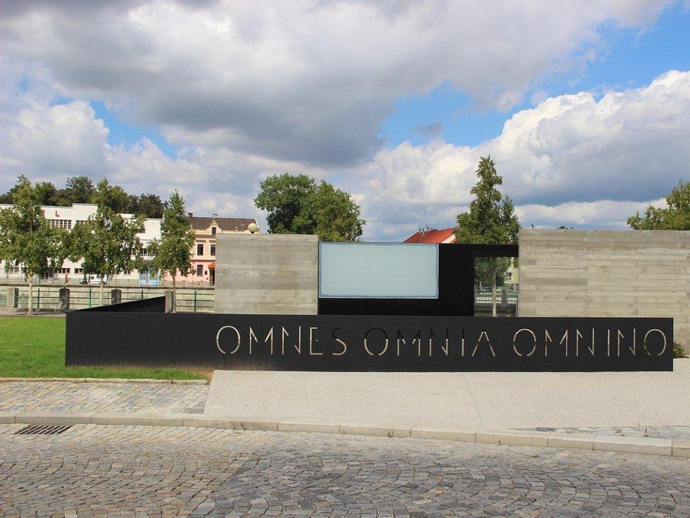 Památník jednoty bratrské v archeologicky významné lokalitě Na Marku je hotový, veřejnosti bude slavnostně zpřístupněn v září.