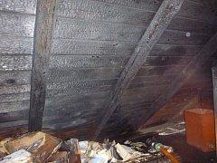 Střecha zahořela kvůli jiskře z komína.