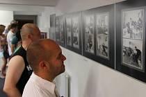 Součástí Svatojakubských hodů v Lipníku nad Bečvou byla v sobotu i vernisáž výstavy lipnického fotografa Antonína Cikánka v galerii Konírna. Tu uvedl jeho kamarád a renomovaný kolega Jindřich Štreit. Večer se na náměstí TGM předvedly místní kapely.