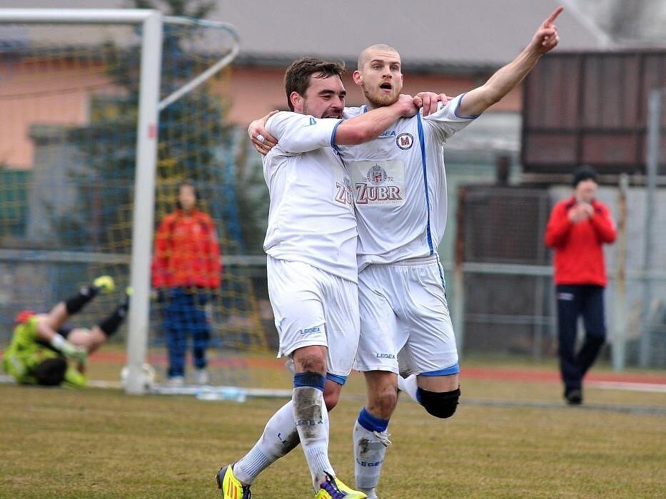 Fotbalisté Viktorie Přerov (v bílém)