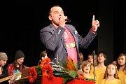 Fantastickou atmosféru si užili posluchači, kteří přišli ve středu večer do kina v Němčicích nad Hanou. Přerovský zpěvák Pavel Novák zde společně s pěveckým sborem Sedmikráska pokřtil své nové CD, na kterém jsou především písničky pro děti.