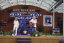Setkání dechových hudeb v Dřevohosticích zahájil koncert zajímavého hosta - zpěvačky Petry Černocké.