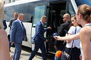 Premiér Andrej Babiš navštívil s vládou ve středu 20. června letiště v Bochoři.