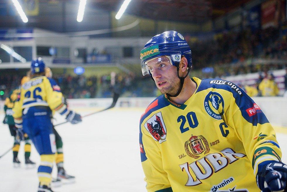 Hokejisté Přerova (ve žlutém) proti Vsetínu. Tomáš Sýkora