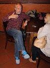 Komunální volby 2014. Vladimír Puchalský. Členové Společně pro Přerov sledovali výsledky voleb v restauraci přerovského pivovar