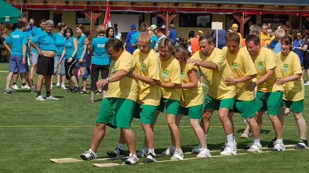 Setkání obcí mikroregionu Moštěnka na fotbalovém hřišti v Horní Moštěnici.