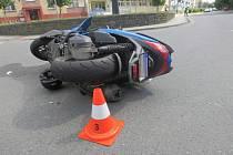 Vážným zraněním motorkáře skončila nehoda, která se stala 17. června 2021 na křižovatce nábřeží Protifašistických bojovníků a Bartošovy ulice v Přerově.