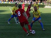 Fotbalisté Kozlovic (ve žlutém) proti FC TVD Slavičín (0:1).