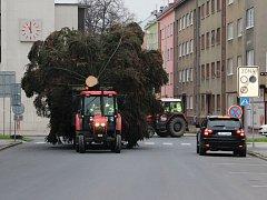 Cesta vánočního stromu na přerovské náměstí