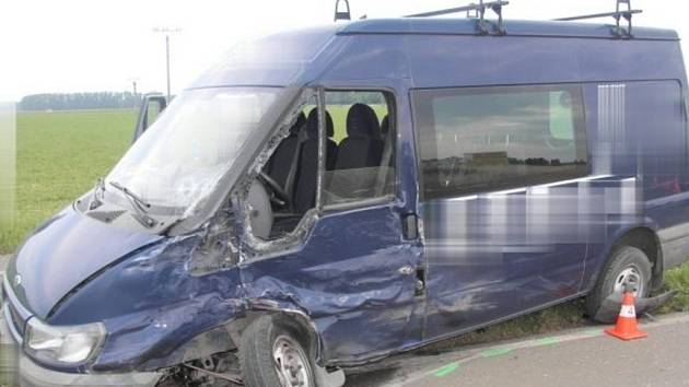 Nehoda tří aut v Henčlově