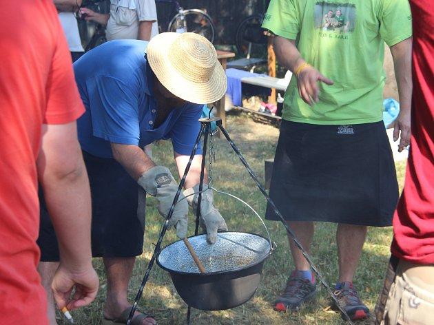 Jednadvacátý ročník Cyrilometodějských slavností se uskutečnil v Radslavicích na Přerovsku. Součástí byl i třetí ročník soutěže ve vaření kotlíkového guláše.