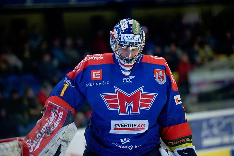 Hokejisté Přerova (ve žlutém) porazili České Budějovice po samostatných nájezdech. Jan Strmeň