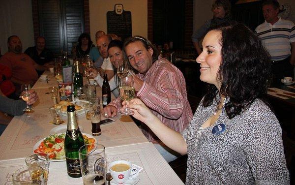 Tým hnutí ANO2011 vpřerovské restauraci ULabutě