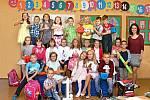 Žáci první třídy ze ZŠ v Troubkách s paní učitelkou Ivanou Smolkovou