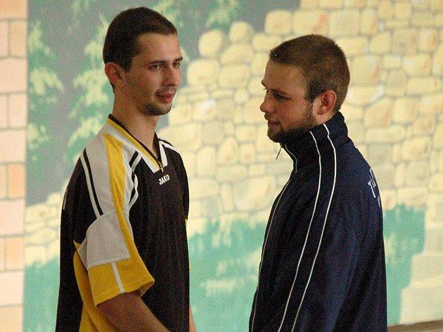 Kuželkář Vlastimil Bělíček ze Spartaku Přerov (vlevo)