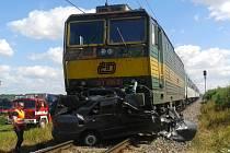 Smrtelná srážka vlaku s autem u Chropyně