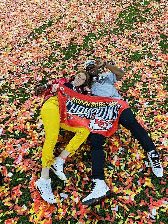 Bývalá volejbalistka Přerova Arianna Personová s přítelem Emmanuelem Smithem po Super Bowlu.