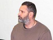 Robert Fryč u přerovského okresního soudu, řešícího tragickou střelbu u baru Lumír