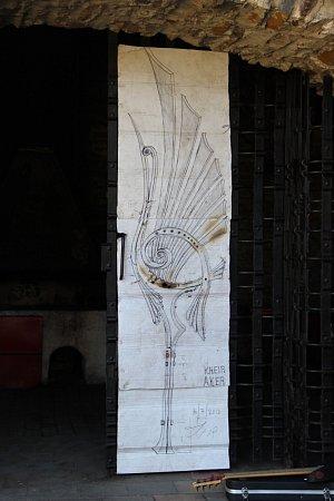 Čtyři umělečtí kováři zIzraele budou letos pracovat na plastice pro hrad Helfštýn. Kovářské fórum, během něhož zhotoví tři metry vysoký a dva metráky těžký monument, začalo vsobotu odpoledne.