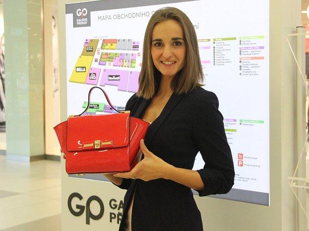 Svojí kabelkou do veletrhu přispěla také manažerka Obchodního centra Galerie Přerov Lenka Volfová