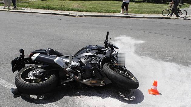 Srážka formana a motocyklu v ulici 9. května v Přerově
