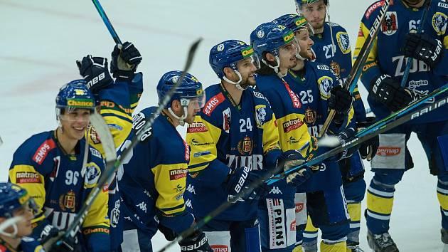 Hokejisté Přerova (v modrém) porazili Vsetín po nájezdech.