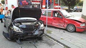 Srážka dvou aut v Přerově, pět zraněných