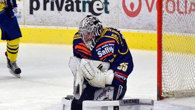 Brankář Patrik Bartošák v utkání WSM ligy proti přerovským Zubrům.