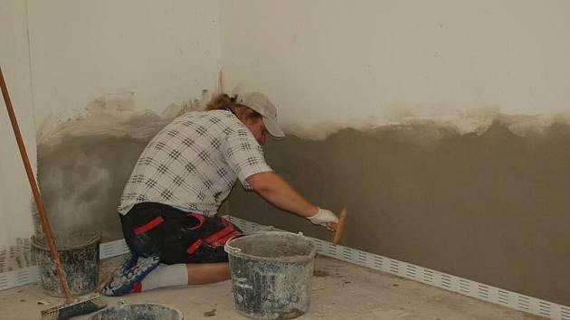Ve sportovní hale TJ Spartak v Přerově finišují opravy po povodních