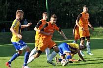 Fotbalisté Kozlovic v souboji s Blanskem (v oranžovém)