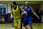 Basketbalisté Přerova (ve žlutém) v derby s Lipníkem nad Bečvou. Tomáš Fridrišek. Foto: Jan Pořízek